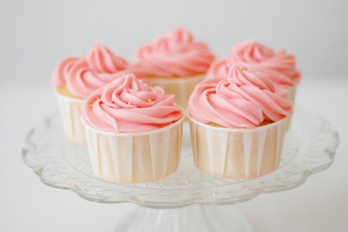 Pink and white cupcakes